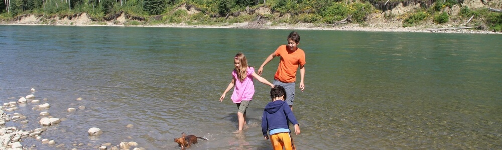how to plan a fun family holiday, kids having fun in the water, rv campsites by the water